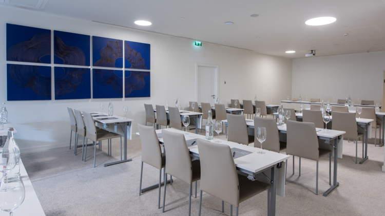 Paulo Neves Meeting Room